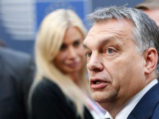 Brüsszel, 2015. december 18. Orbán Viktor miniszterelnök az Európai Unió brüsszeli csúcstalálkozójának elsõ napi ülésére érkezik 2015. december 17-én. (MTI/EPA/Laurent Dubrule)